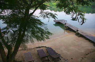 Beach in the Fatumaru Bay (Port Vila) (Photo: Tom Pfeiffer)