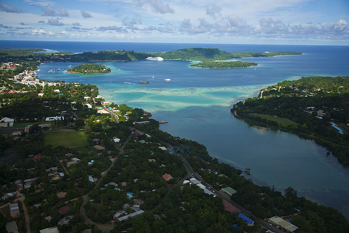Port Vila, the capital of Vanuatu, and its bay seen from above. (Photo: Tom Pfeiffer)