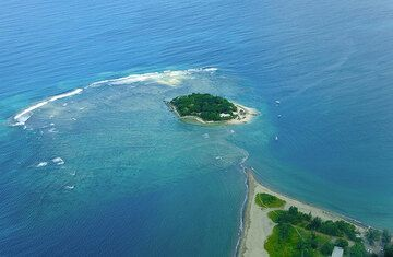 Hideaway Island with its coral reef from above (Photo: Tom Pfeiffer)