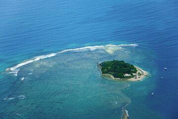Tiny Hideaway Island (Photo: Tom Pfeiffer)