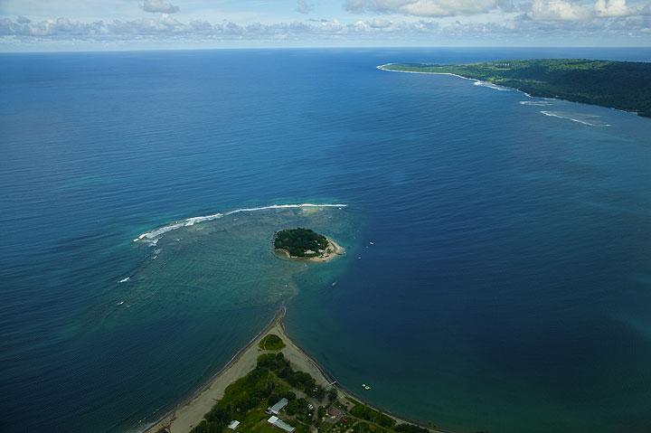Hideaway Island (Photo: Tom Pfeiffer)