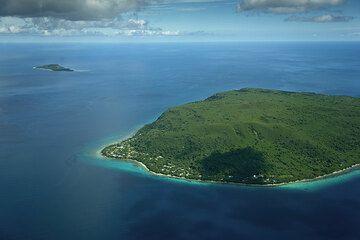 Emao Island NE of Efate (Photo: Tom Pfeiffer)