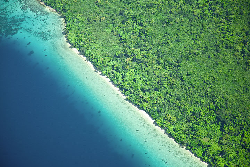 Tropical beach on Epi island seen from above (Photo: Tom Pfeiffer)