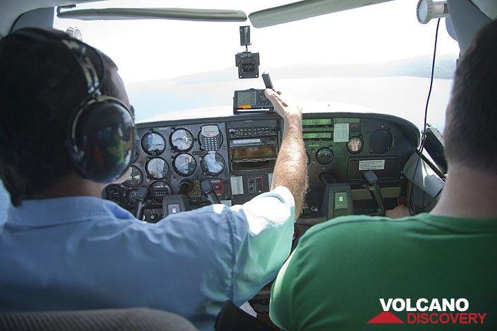 Unser Pilot James macht das Unmögliche aber doch möglich und wir haben ab... (Photo: Tom Pfeiffer)