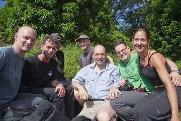 Wir treffen die anderen, die schon auf Ambrym sind, und sind nun vollzählig (von l nach r): Ronny, Pieter, Tom, Ralf, Joachim, Stephan und Ulla. (Photo: Tom Pfeiffer)