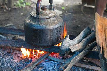 Die Seele des Camps, das Feuer. (Photo: Tom Pfeiffer)