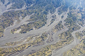 Sand-filled valley radiate from the cone of Benbow crater. (Photo: Tom Pfeiffer)