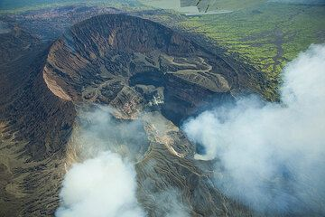 Aerial view of Marum crater from the north. Niri Mbwelesu crater left and the crater with the lava lake to the right. (Photo: Tom Pfeiffer)