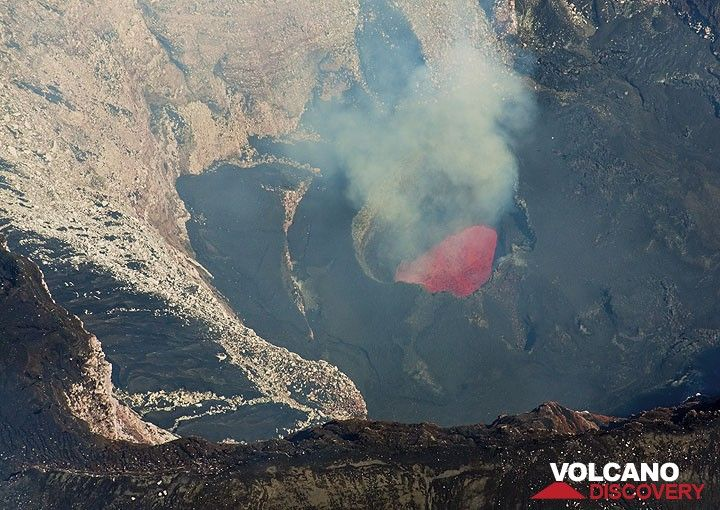 The lava lake in Marum's west crater. (Photo: Tom Pfeiffer)