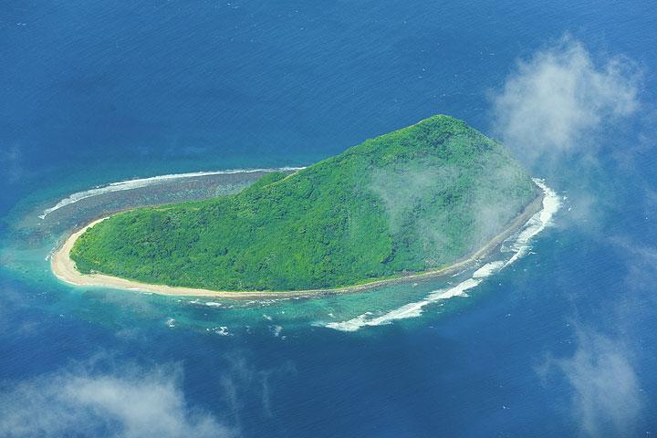 Das Inselchen Namuka (Photo: Tom Pfeiffer)