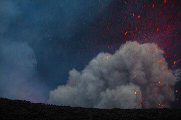 Ash-rich strombolian eruption at Yasur. (Photo: Tom Pfeiffer)
