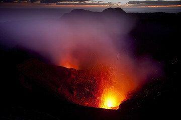 Eruption at Yasur volcano before sunrise (Photo: Tom Pfeiffer)
