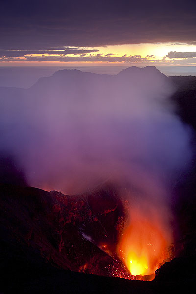 Mixing lights from the lava glow and dawn. (Photo: Tom Pfeiffer)