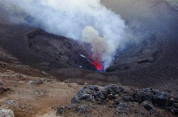 View into the crater with an eruption from one of the vents (Photo: Tom Pfeiffer)