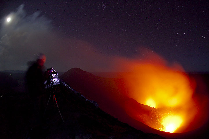 Light of the moon, the volcano and our flashlights (Yasur). (Photo: Tom Pfeiffer)