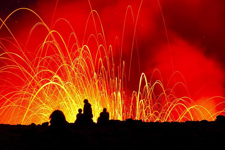 Silhouette of lava watchers at Yasur volcano (Photo: Tom Pfeiffer)