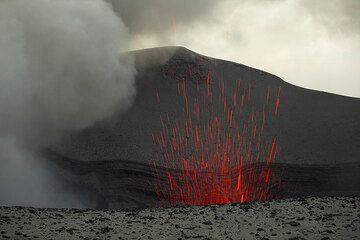 Strombolian eruption at Yasur (12 Sep 2010) (Photo: Tom Pfeiffer)