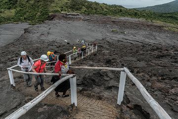 Climbing the stairs leading to the crater rim of Yasur volcano. (Photo: Tom Pfeiffer)