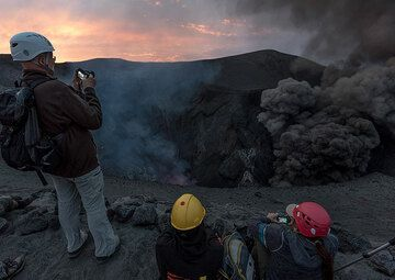 The north crater has frequent very ash-rich eruptions. (Photo: Tom Pfeiffer)