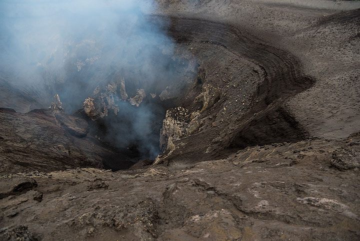 The inner crater rim. (Photo: Tom Pfeiffer)