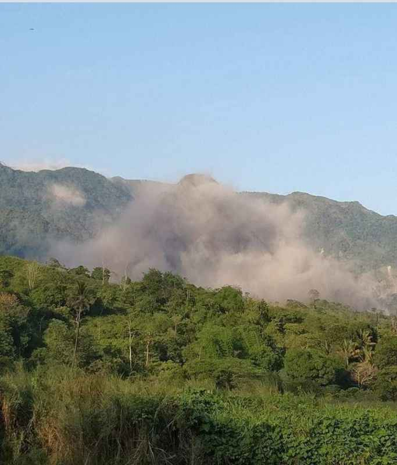 Disentigrating mountain at barangay Buhawen, San Marcelino, Zambales, Philippines (public domain)