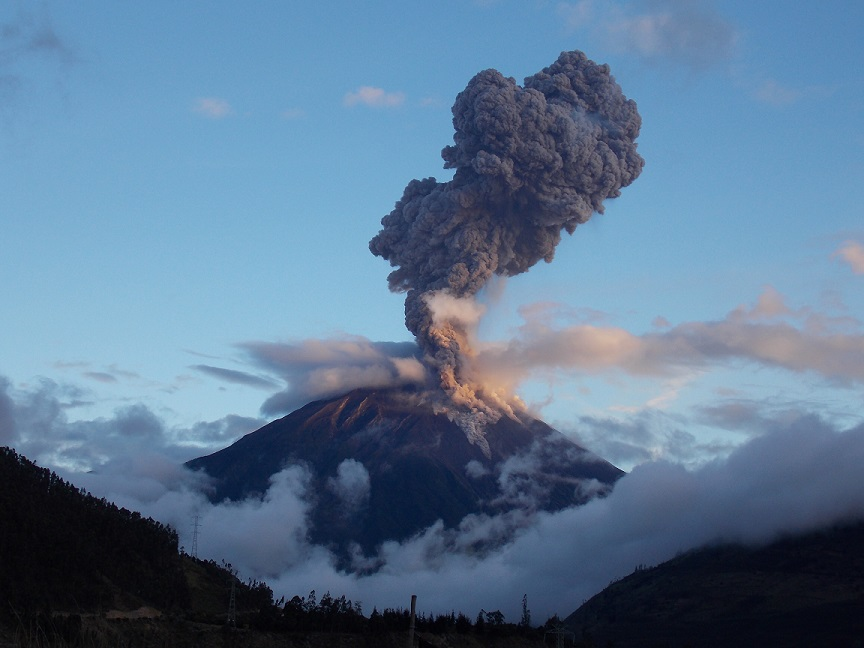 Eruption of Tungurahua on 4 April 18:10 (F. Vásconez - OVT/IGEPN)