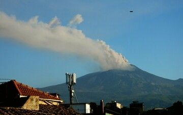 An ash plume rising from Etna volcano (image: INGV)
