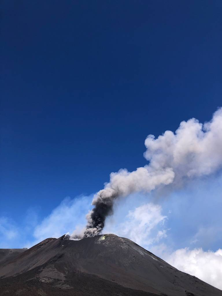 Eruption from Etna volcano on 29 August (image: @yllep2/twitter)
