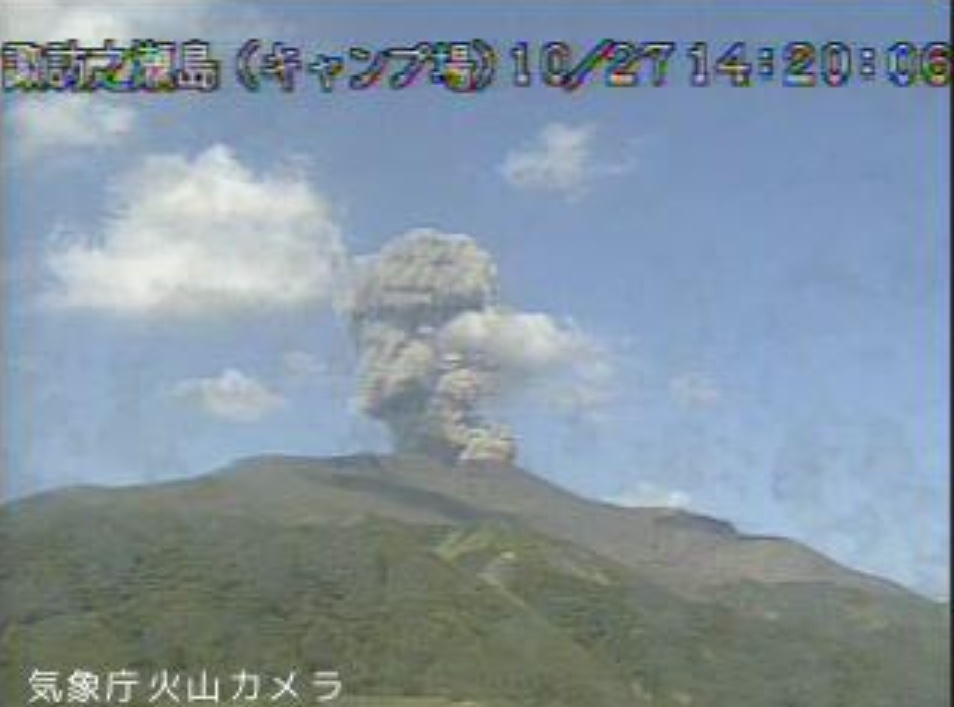 Another eruption at 14:20 local time at the volcano today (image: @mykagoshima/twitter)