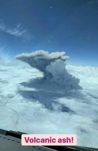 Ash column visible from aircraft (image: @dani100sweet/twitter)