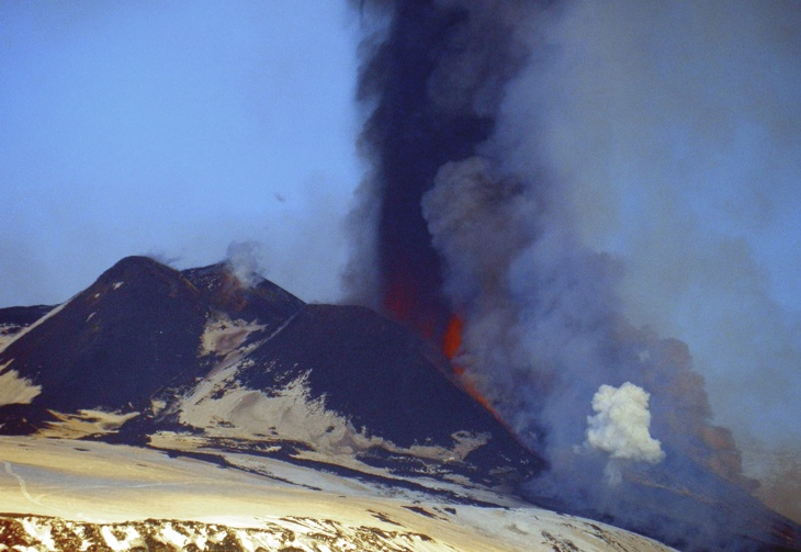 Lava fountaining from the NSEC during the 22nd paroxysm (photo: Boris Behncke)
