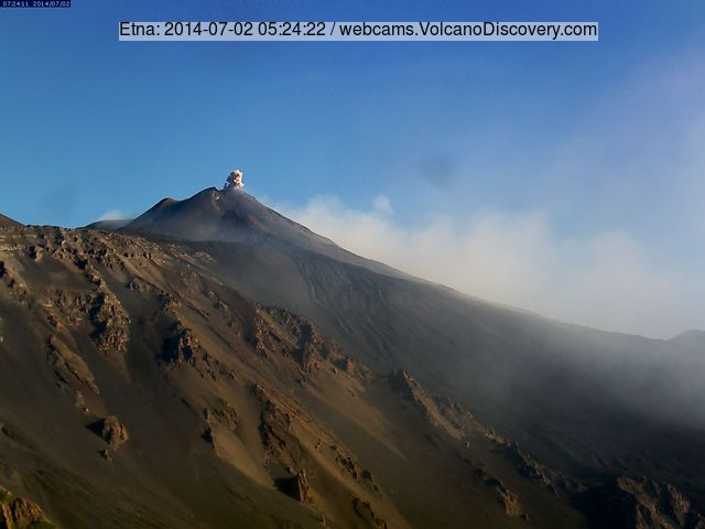 Ash emission from the New SE crater this morning.(EtnaTrekking webcam)