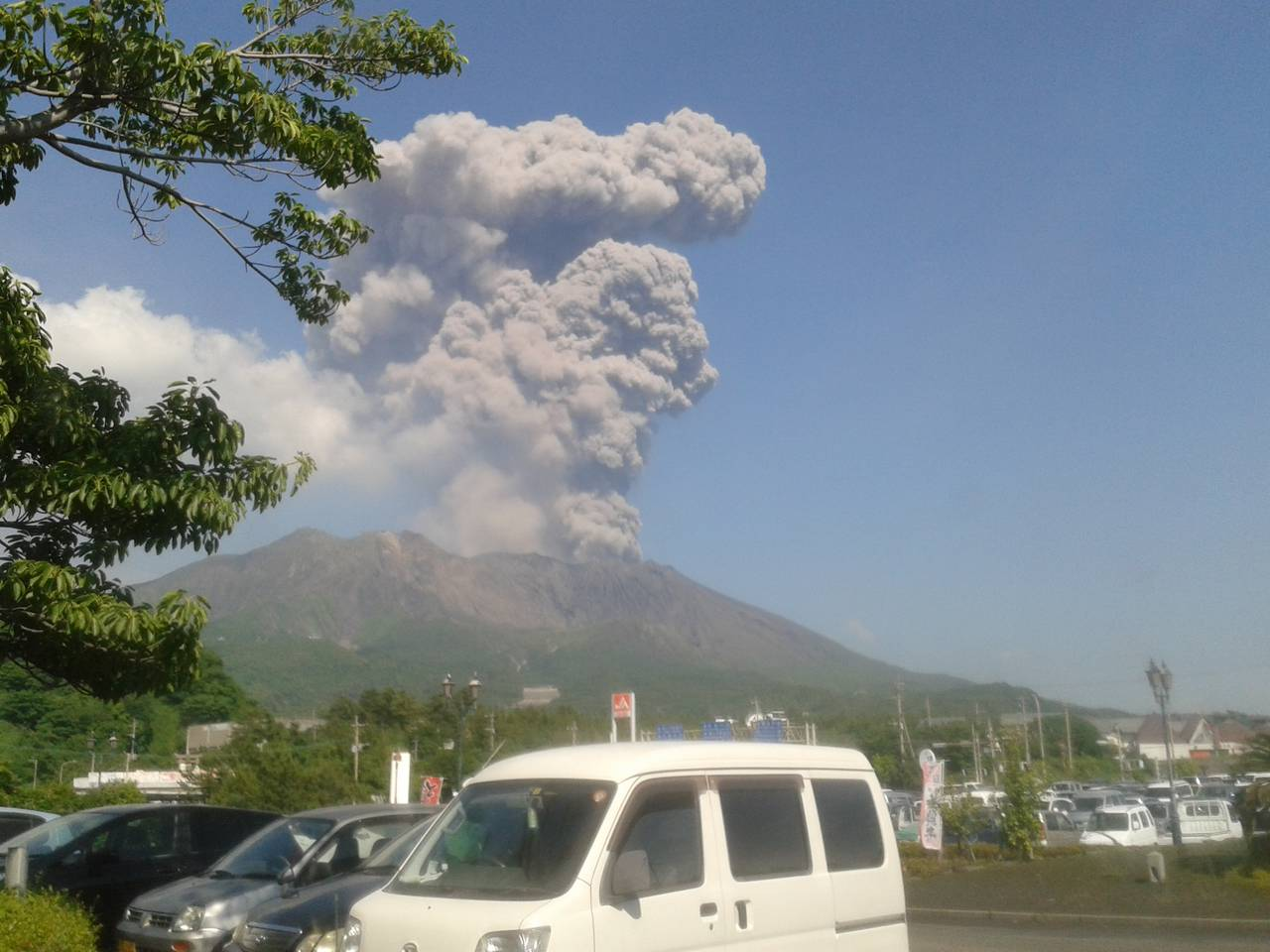 Strong eruption from Sakurajima at 17:32 local time on 17 May, welcoming us on arrival
