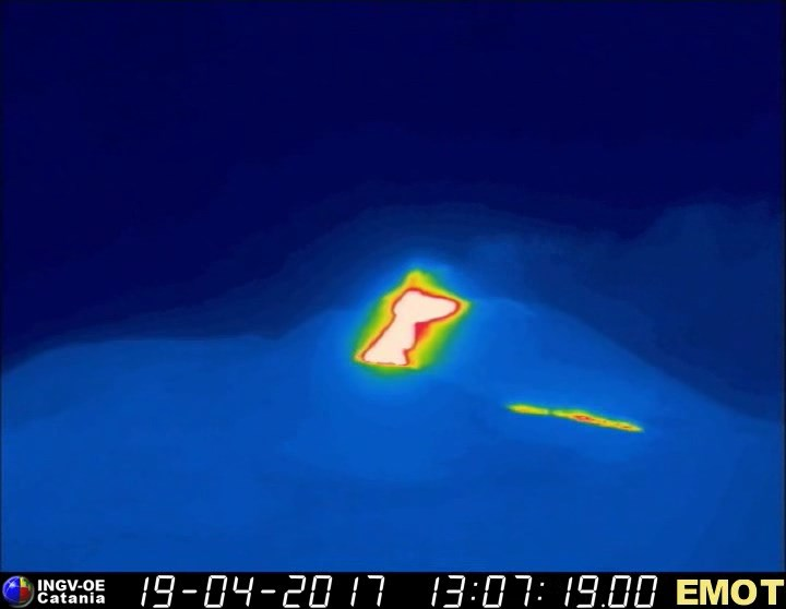 Etna's new lava flow from the SE cone seen on the thermal webcam of INGV Catania on Montagnola
