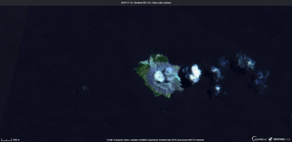 White plumes from White Island volcano (image: Sentinel 2)