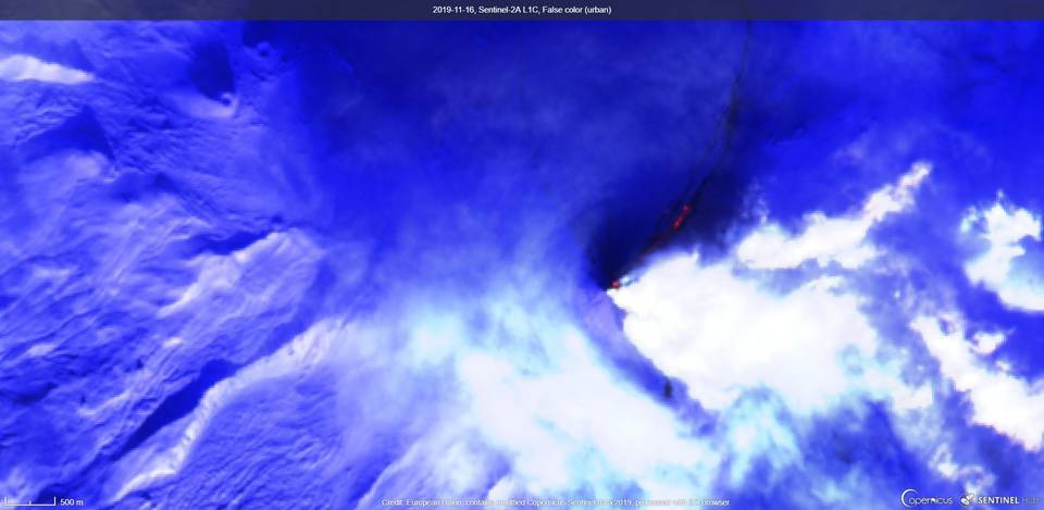 Lava flow extending down the flank of the volcano visible from satellite (image: Sentinel 2)