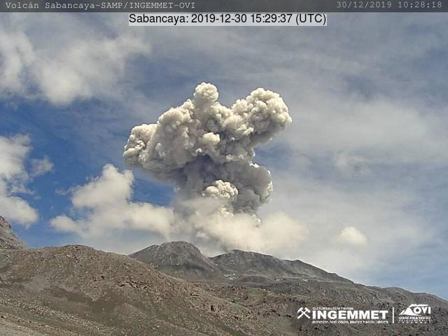 Eruption from Sabancaya volcano on 30 December (image: IGP)
