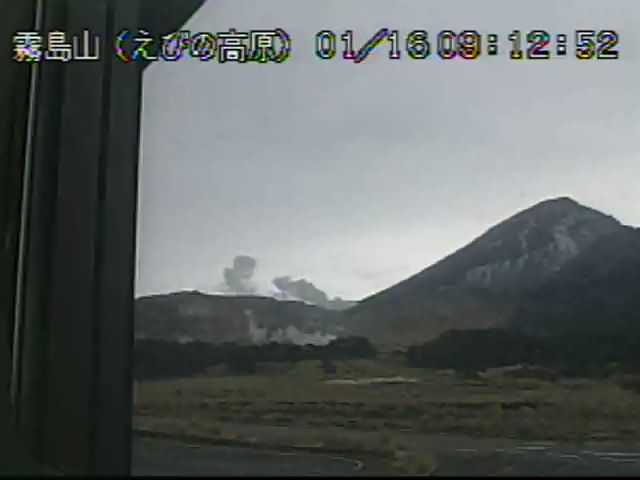 Steam plumes from Kuchinoerabu-jima volcano today (image: JMA)