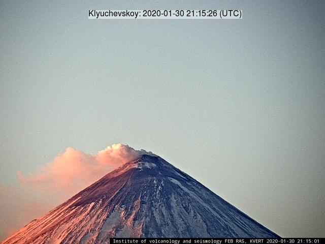 An ash emissions from Klyuchevskoy's volcano today (image: KVERT)