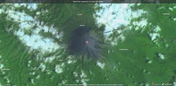 Semeru volcano captured by satellite (image: Sentinel 2)