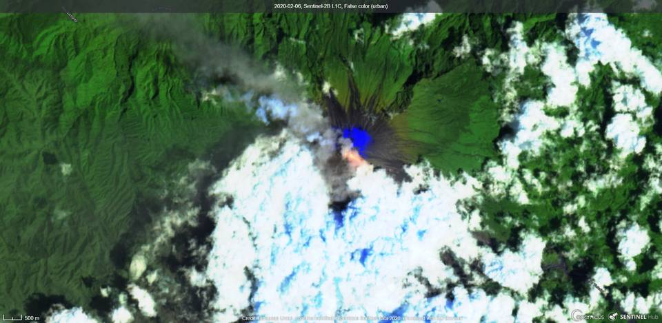 Lava flow and ash plumes from Sangay volcano visible from satellite (image: Sentinel 2)