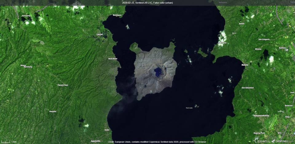 Minor emissions of steam plumes from Taal volcano from satellite (image: Sentinel 2)