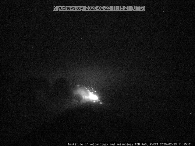 Glow from Klyuchevskoy volcano (image: KVERT)