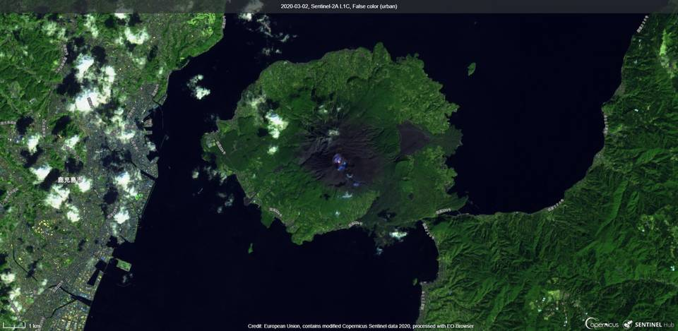 Incandescence from the crater captured by satellite (image: Sentinel 2)