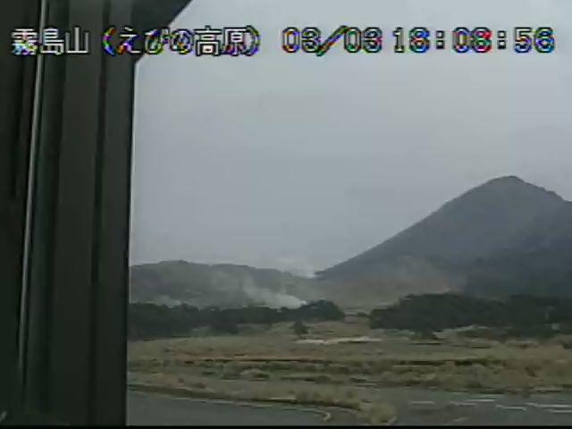White-steam plume from Kuchinoerabu-jima volcano today (image: JMA)