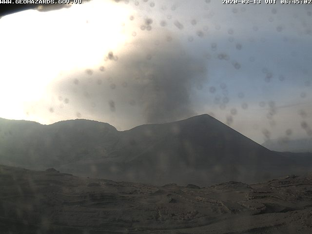 Eruption with ash emissions from Yasur volcano yesterday (image: VMGD)