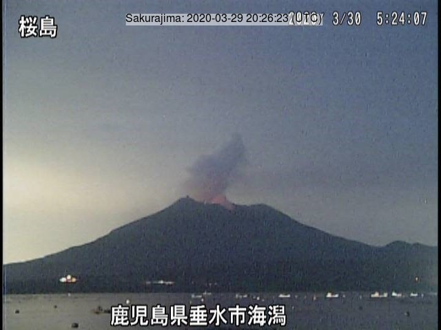 A glow and a white plume from the Sakurajima´s crater on 27 March (image: JMA)