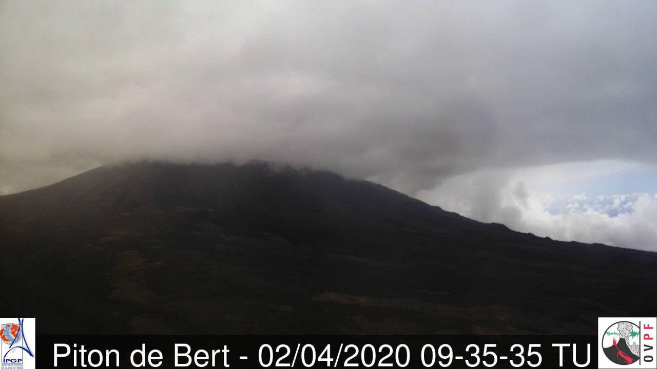 View from Piton Bert (Piton de la Fournaise volcano, image: OVPF webcam)