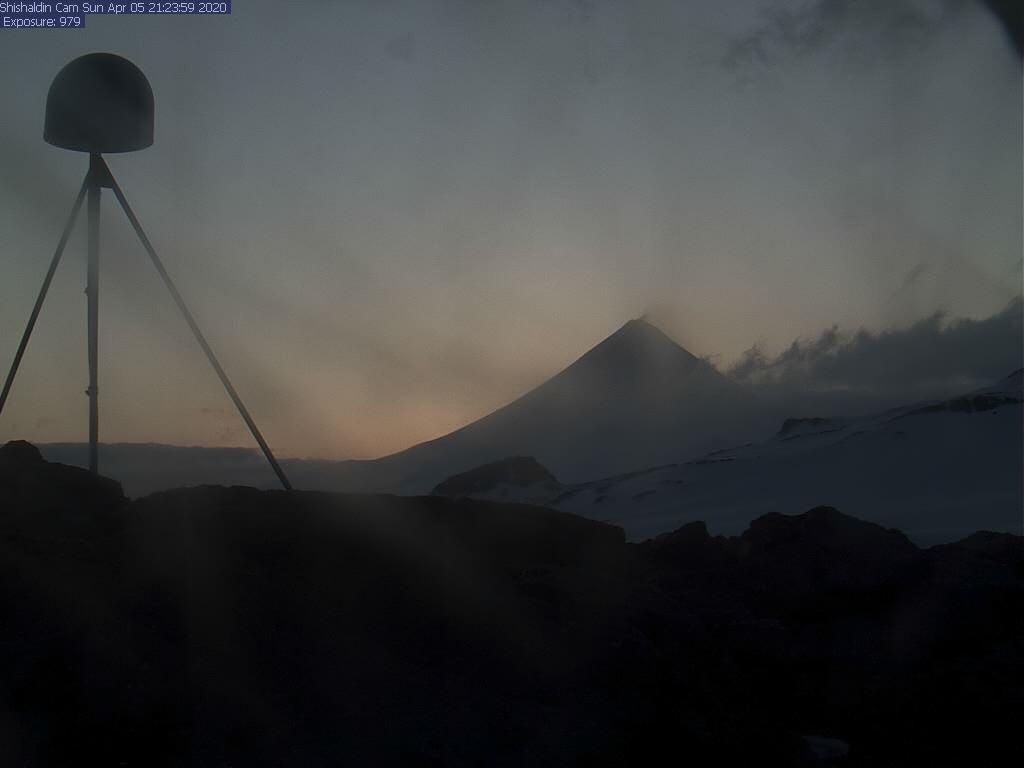 Shishaldin volcano yesterday (image: AVO)
