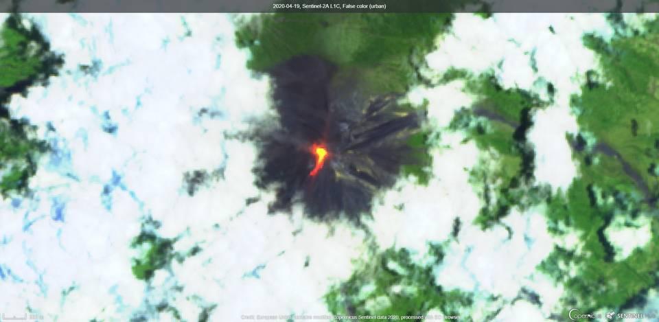 Lava flow from Fuego volcano towards Barrancas Cenizas direction (image: Sentinel 2)